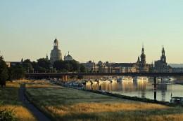 Dresden - Silhouette zur Goldenen Stunde